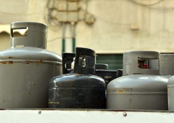 verschiedene Gasflaschengrößen grau