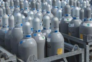 Graue CO2 Flaschen in Gitterbox auf Oktoberfest
